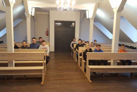 Nowe ławki w Kaplicy